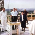 1964: Elke Heitkamp von der Dominikanischen Frauengemeinschaft bei der Grundsteinlegung