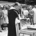 Stephan Pfürtner, Mentor der Dominikanischen Frauengemeinschaft, bei der Grundsteinlegung des Hauses am 17.7.1964