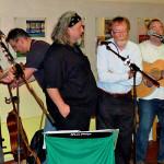 """""""Mac Noise"""" spielt auf – die irischen internationalen Partner singen mit"""