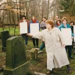 Osterseminar März 1983: Karfreitagsgang zum jüdischen Friedhof in Walberberg