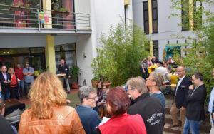Reinhard Griep, Leiter der Jugendakademie, begrüßt die Gäste des Herbstfestes.
