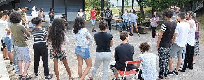 Herbstferiencamp - Jugendliche bei einer Gruppenübung